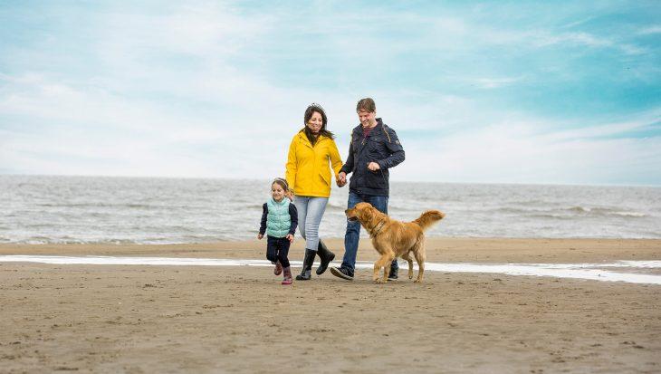 The Big Walk opent het strandseizoen met hondenwandeling